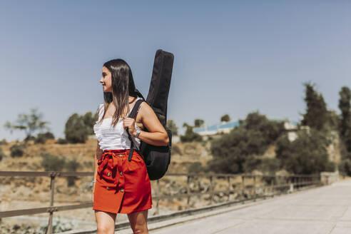 PORTRAIT OF YOUG GIRL OUTDOOR/SPAIN/GRANADA/DURCAL - LJF00756