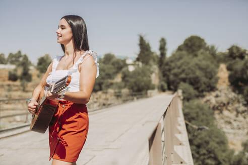 PORTRAIT OF YOUG GIRL OUTDOOR/SPAIN/GRANADA/DURCAL - LJF00759