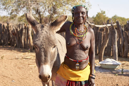 Traditional Mudimba tribe woman and her donkey, Canhimei, Angola - VEGF00575