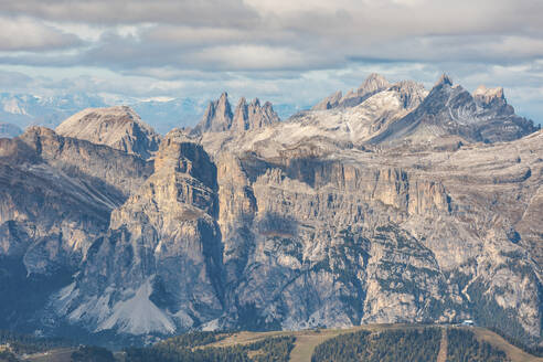 Scenic view of Piz Boe and Sassolungo mountains seen from Lagazuoi, Italy - WPEF01816