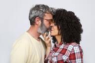 Portrait of kissing couple - RTBF01375