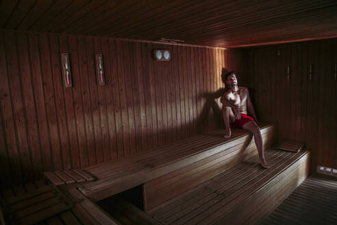 Man relaxing in a sauna - LJF00842