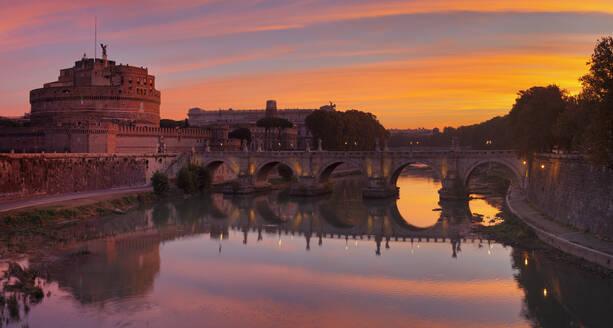 Castel Sant'Angelo, Ponte Sant'Angelo Bridge, UNESCO World Heritage Site, Tiber River, Rome, Lazio, Italy, Europe - RHPLF05336