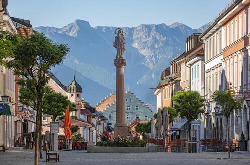 Untermarkt Murnau mit Mariens�ule, Oberbayern, Bayern, Deutschland, Europa - LHF00679