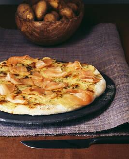 Kartoffel Pizza mit Räucherlachs - PPXF00272