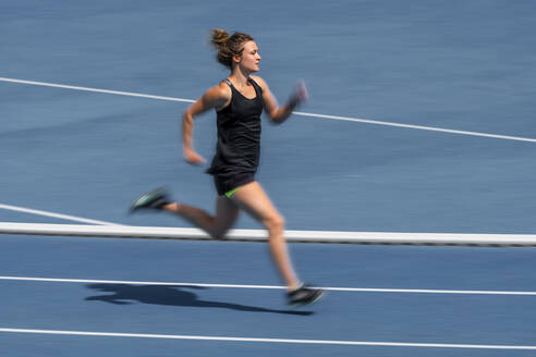 Female runner on tartan track - STSF02203