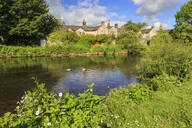 River Wye in spring, Bakewell, Historic Market Town, home of Bakewell Pudding, Peak District National Park, Derbyshire, England, United Kingdom, Europe - RHPLF07647