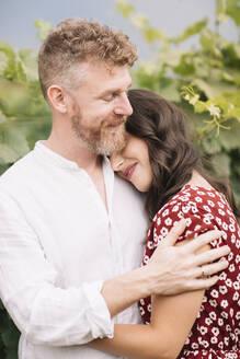 Happy couple in the vineyards - ALBF01041
