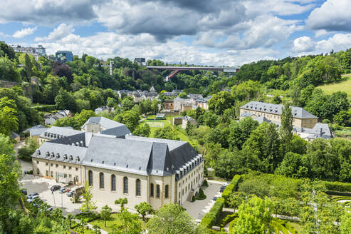High angle view of old quarter in Luxembourg - RUNF03050