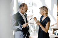Businessman and woman talking about solutions - KNSF06356