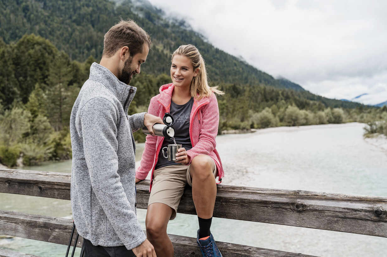 Young couple having a break during a hiking trip, Vorderriss, Bavaria, Germany - DIGF08357 - Daniel Ingold/Westend61