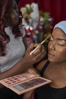 Black woman doing the eye makeup to a customer. Nadeline SPA, Lubango, Angola. - VEGF00683
