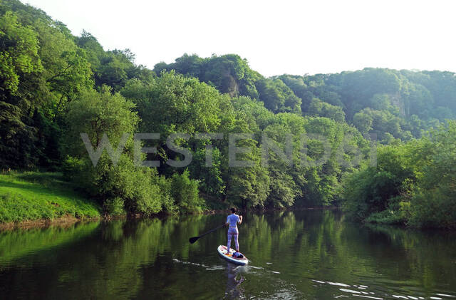 Paddle boarder deep in the Wye Valley Gorge, River Wye, Monmouthshire, Wales, United Kingdom, Europe - RHPLF09206 - RHPL/Westend61