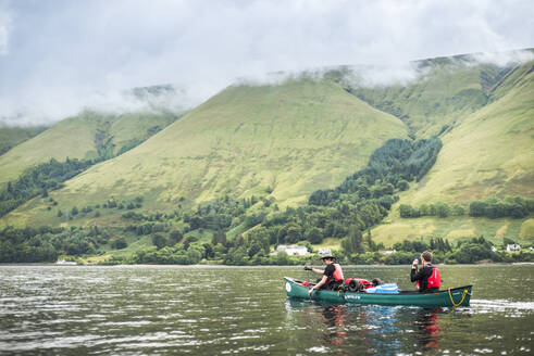 Canoeing Loch Lochy, part of the Caledonian Canal, Fort William, Scottish Highlands, Scotland, United Kingdom, Europe - RHPLF09212