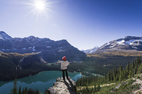 Hiker looking at the view of Alpine mountains and Lake O'Hara from the Alpine circuit trail, Yoho National Park, UNESCO World Heritage Site, Canadian Rockies, British Columbia, Canada, North America - RHPLF09269