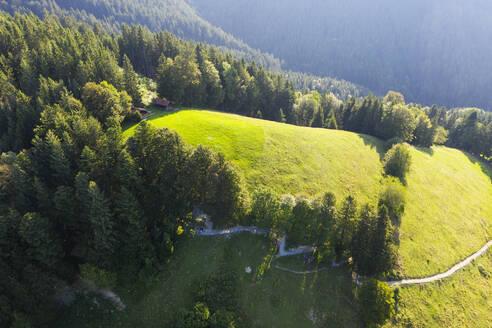 Scenic view of landscape on sunny day at Sonntraten, Gaissach, Isarwinkel, Upper Bavaria, Bavaria, Germany - SIEF09019