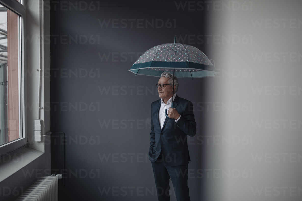 Senior businessman holding umbrella - GUSF02547 - Gustafsson/Westend61