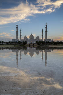 The Sheikh Zayed Grand Mosque at sunset, Abu Dhabi, United Arab Emirates, Middle East - RHPLF10075