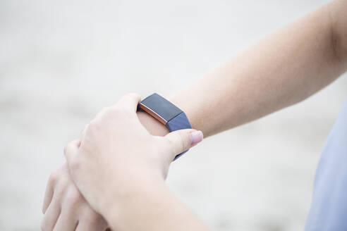 Close-upof woman checking her fitness tracker - JESF00301