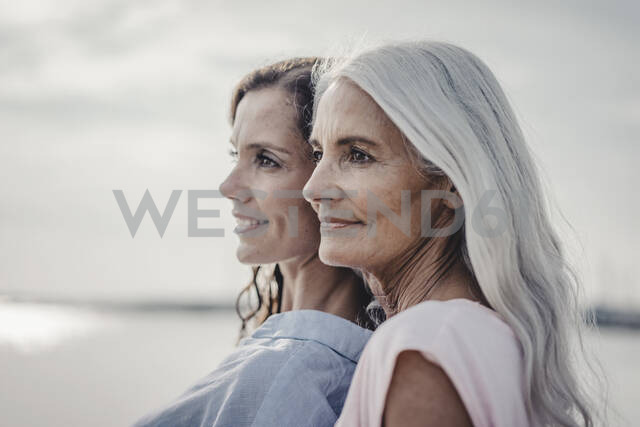 Mother and daughter spending a day at the sea, portrait - JOSF03657 - Joseffson/Westend61