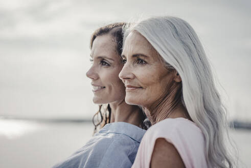 Mother and daughter spending a day at the sea, portrait - JOSF03657