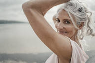 White haired senior woman posing by the sea - JOSF03747