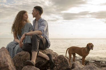 Young couple with dog at the beach - VPIF01508