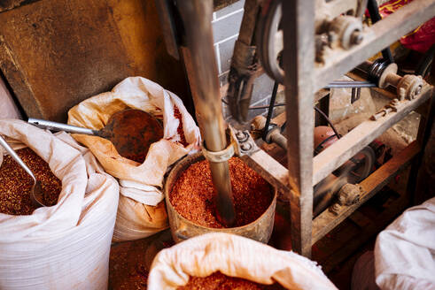 Chilli powder, Zhongyi Market, Lijiang, Yunnan Province, China, Asia - RHPLF11302