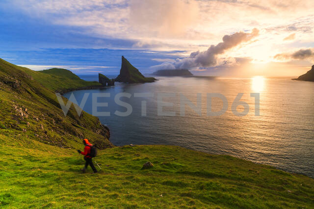 Trekker on the hiking trail to Drangarnir rock, Vagar island, Faroe Islands, Denmark, Europe - RHPLF12096 - RHPL/Westend61