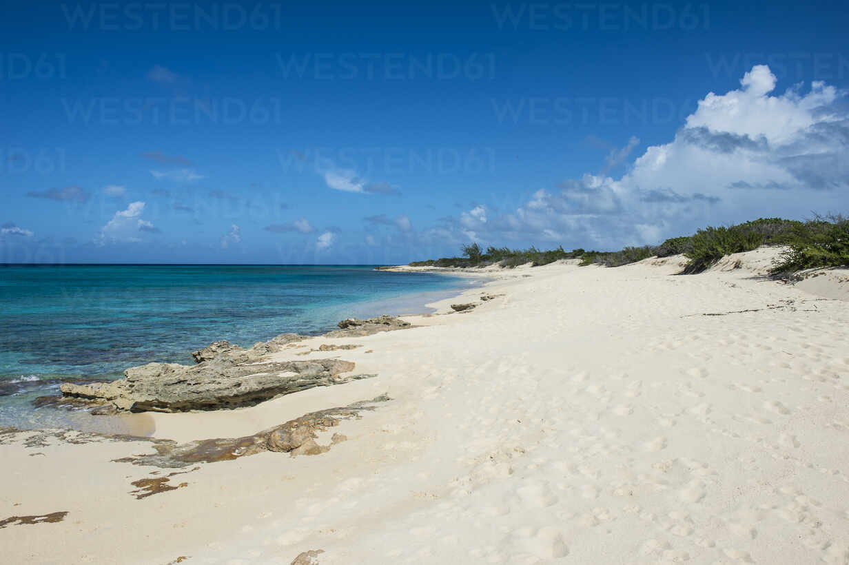 Scenic view of Norman Saunders beach against blue sky at Grand Turk, Turks And Caicos Islands - RUNF03233 - Michael Runkel/Westend61