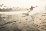Man surfing - JOHF01111