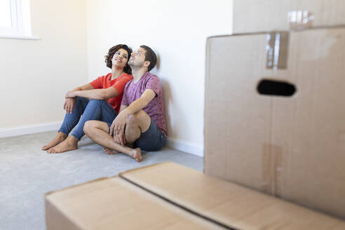 Couple sitting on the floor in new home - WPEF01954