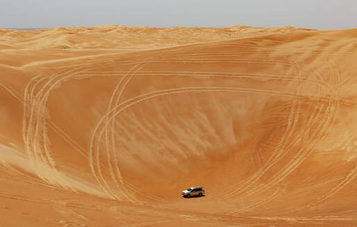Sultanate Of Oman, Wahiba Sands, Dune bashing in a SUV - WWF05301