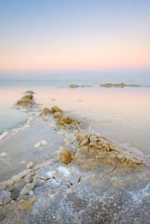 Salt deposits in the Dead Sea at sunset, Ein Bokek, Israel - CAVF63618
