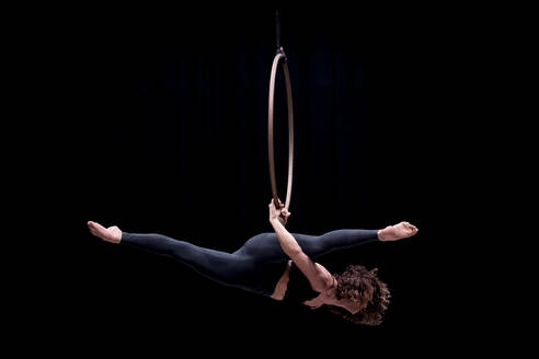 Aerial dancing beauty - CAVF64047