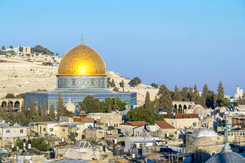 Dome of the Rock and buildings in the old city, Jerusalem - CAVF64515