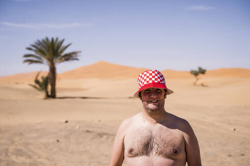 Portrait of barechested overweight man in the desert of Morocco - OCMF00783