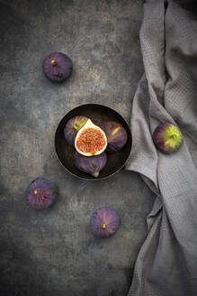 Bowl with figs - LVF08310