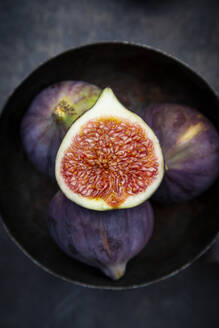 Bowl with figs - LVF08313