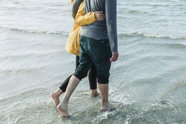 Couple walking at the beach in Heiligenhafen - NAF00157