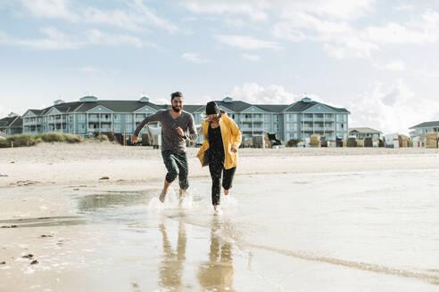 Couple running at the beach in Heiligenhafen - NAF00163