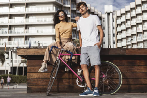 Cool couple with bicycle in the city - RCPF00006