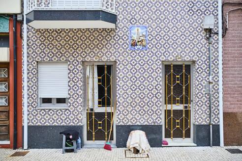 Portugal, Porto, Afurada, Unique house facade seen from pavement - MRF02237