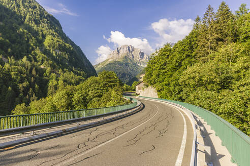 Austria, Carinthia, Empty highway across Plocken Pass in summer - AIF00685
