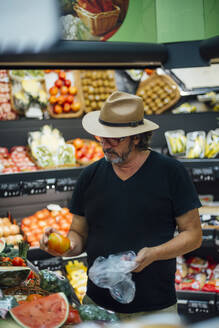 Senior man buying food in a supermarket - CJMF00115