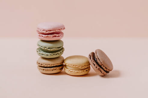 Macaroons on pink background - JMHMF00001