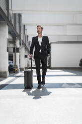 Businessman with baggage on the go - DIGF08511
