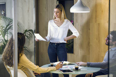 Young businesswoman leading a presentation in modern office - JSRF00682
