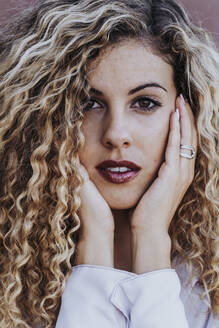 Portrait of young woman with dyed blond ringlets - DAMF00170