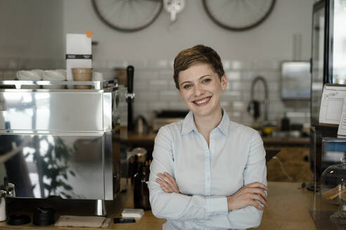 Portrait of a confident woman in a cafe - KNSF06756